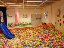 Λίμνη σφαιρών παιχνιδιών Στοκ εικόνες με δικαίωμα ελεύθερης χρήσης