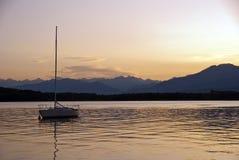λίμνη της Ιταλίας πέρα από το Στοκ Φωτογραφία
