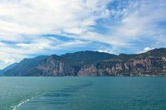 λίμνη της Ιταλίας garda πέρα από την όψη Στοκ Εικόνα