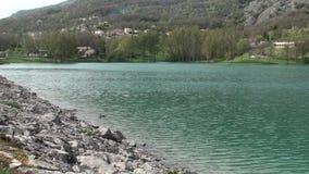 Λίμνη της μικρής πόλης Cardito στην επαρχία Isernia, Molise Ιταλία απόθεμα βίντεο