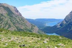Λίμνη της Josephine και λίμνη Grinell πέρα από το βλέμμα από Grinnell Glacie Στοκ Φωτογραφίες