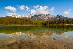 Λίμνη της Patricia, Αλμπέρτα, Καναδάς στοκ φωτογραφίες