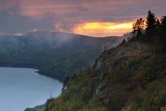 Λίμνη του ηλιοβασιλέματος σύννεφων, Porcupine περιοχή αγριοτήτων βουνών, Στοκ φωτογραφίες με δικαίωμα ελεύθερης χρήσης