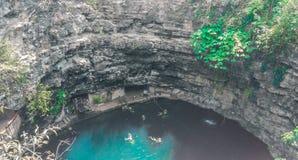 Λίμνη του Μεξικού Cenote στους βράχους στοκ φωτογραφίες