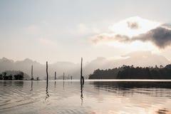 Λίμνη του τοπικού LAN Cheo εθνικό πάρκο sok Ταϊλάνδη khao Ταϊλάνδη στοκ φωτογραφία με δικαίωμα ελεύθερης χρήσης
