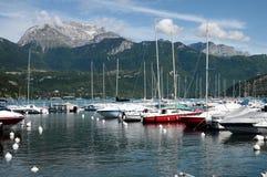 Λίμνη του Annecy, μαρίνα Αγίου Jorioz και βουνό Tournette Στοκ Εικόνα