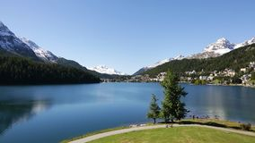 Λίμνη του ST Moritz - αλπικό σενάριο απόθεμα βίντεο