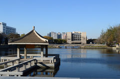 Λίμνη του YE Jing στο πανεπιστήμιο Tianjin Στοκ φωτογραφία με δικαίωμα ελεύθερης χρήσης