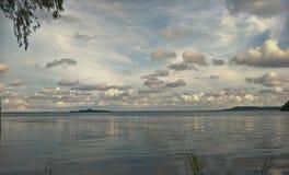 Λίμνη το βράδυ στοκ φωτογραφία με δικαίωμα ελεύθερης χρήσης