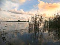 Λίμνη το βράδυ στοκ εικόνες