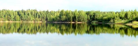 Λίμνη το καλοκαίρι Στοκ εικόνες με δικαίωμα ελεύθερης χρήσης