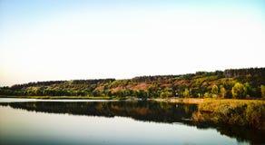 Λίμνη το φθινόπωρο Στοκ Φωτογραφία