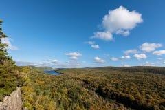 Λίμνη των σύννεφων με έναν δραματικό ουρανό, Porcupine βουνά, ΗΠΑ στοκ εικόνες με δικαίωμα ελεύθερης χρήσης