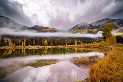 Λίμνη φθινοπώρου στοκ εικόνα με δικαίωμα ελεύθερης χρήσης