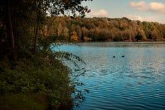 Λίμνη φθινοπώρου Στοκ φωτογραφίες με δικαίωμα ελεύθερης χρήσης