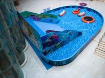 Λίμνη φυσαλίδων για τα παιδιά με τα παιχνίδια Στοκ Εικόνα