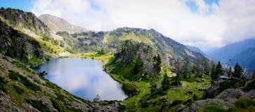 Λίμνη όπως έναν καθρέφτη στα Πυρηναία Στοκ φωτογραφίες με δικαίωμα ελεύθερης χρήσης