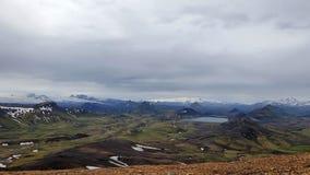 Λίμνη Alftavatn με τρεις παγετώνες Eyjafjallajokull, Myrdalsjokull, Tindafjallajokull, πανοραμική άποψη από Jokultungur, Ισλανδία στοκ εικόνα