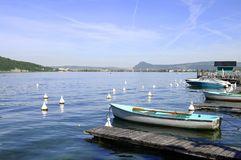 Λίμνη Annecy και μαρίνα Menthon Στοκ Φωτογραφία