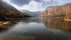 Λίμνη Bohinj με τη φλόγα φακών απόθεμα βίντεο