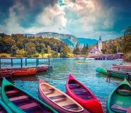 Λίμνη Bohinj με τις βάρκες Στοκ εικόνα με δικαίωμα ελεύθερης χρήσης