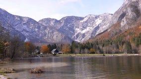 Λίμνη Bohinj Του χωριού φθινόπωρο απόθεμα βίντεο