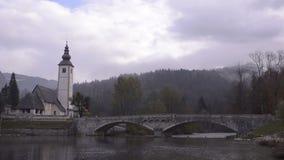 Λίμνη Bohinj Triglav Εκκλησία Γέφυρα απόθεμα βίντεο