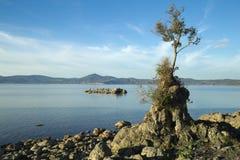 Λίμνη Bracciano ` s, άποψη από Anguillara Sabazia Στοκ εικόνες με δικαίωμα ελεύθερης χρήσης