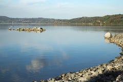 Λίμνη Bracciano ` s, άποψη από Anguillara Sabazia Στοκ Φωτογραφίες