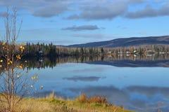 Λίμνη Brich στην εθνική οδό της Αλάσκας Στοκ εικόνες με δικαίωμα ελεύθερης χρήσης