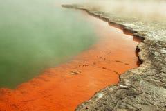 Λίμνη CHAMPAGNE με μια όμορφη πετρώνω? άκρη. Στοκ εικόνες με δικαίωμα ελεύθερης χρήσης
