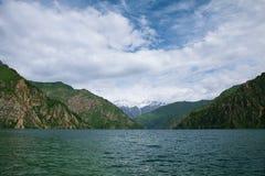 Λίμνη Chelek Sary, περιοχή Jalal Abad, του Κιργιστάν, κεντρική Ασία στοκ φωτογραφία