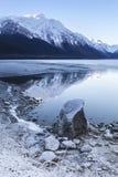 Λίμνη Chilkat με το ανοικτό νερό το χειμώνα Στοκ Εικόνες
