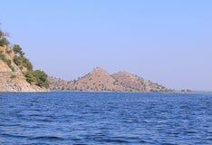 Λίμνη Dhebar λιμνών Jaisamand κοντά σε Udaipur, Rajasthan, Ινδία Στοκ Εικόνα