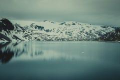 Λίμνη Djupvatnet, Νορβηγία Στοκ Φωτογραφία