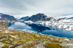 Λίμνη Djupvatnet, Νορβηγία Στοκ Φωτογραφίες