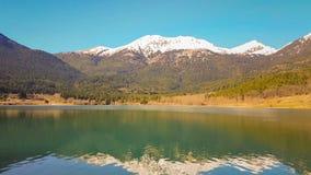 Λίμνη Doxa στην Ελλάδα Ένας διάσημος χειμερινός προορισμός φιλμ μικρού μήκους