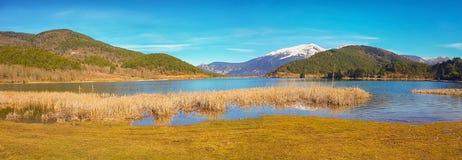 Λίμνη Doxa στην Ελλάδα μια όμορφη ημέρα Στοκ φωτογραφία με δικαίωμα ελεύθερης χρήσης