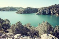 Λίμνη Esparron, όμορφο πρωινό τοπίο, Προβηγκία, εθνικό πάρκο φαραγγιών Verdon, Alpes de la Alta Provenza, Γαλλία στοκ εικόνα με δικαίωμα ελεύθερης χρήσης