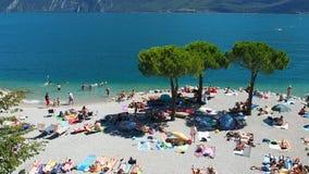 Λίμνη Garda λουτρών ανθρώπων φιλμ μικρού μήκους