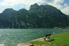 λίμνη garda πάγκων στοκ φωτογραφίες