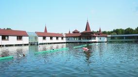 Λίμνη Heviz το καλοκαίρι - τηγάνι φιλμ μικρού μήκους