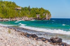 Λίμνη Huron στο εθνικό πάρκο χερσονήσων του Bruce, Οντάριο, Καναδάς στοκ εικόνα με δικαίωμα ελεύθερης χρήσης