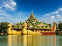 Λίμνη Kandawgyi Karaweik, Yangon, το Μιανμάρ Στοκ εικόνα με δικαίωμα ελεύθερης χρήσης