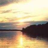 Λίμνη Kenozero στο ηλιοβασίλεμα ηλικίας φωτογραφία Ο Βορράς Nussian Στοκ Φωτογραφία