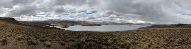 Λίμνη Lagunillas στο ύψος 14.500 πόδια σε Puno, Περού Στοκ Εικόνα