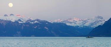 λίμνη leman Ελβετός ορών Στοκ Φωτογραφία