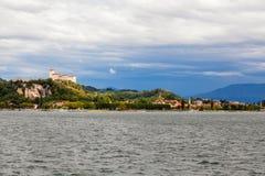 Λίμνη maggiore Ιταλία του Castle Angera Στοκ Φωτογραφία