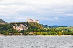 Λίμνη maggiore Ιταλία του Castle Angera Στοκ φωτογραφίες με δικαίωμα ελεύθερης χρήσης