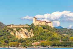 Λίμνη maggiore Λομβαρδία, Ιταλία του Castle Angera Στοκ Φωτογραφίες